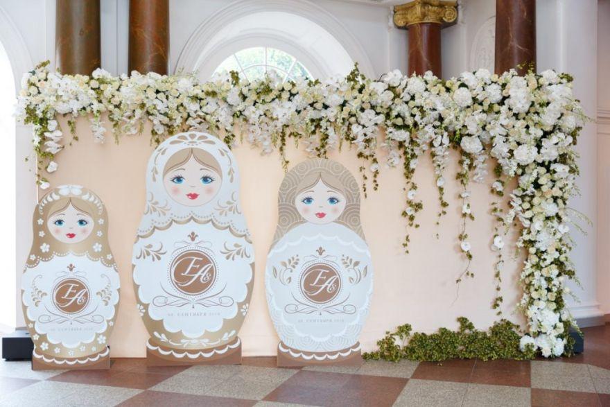 Flower Wall Fotowand Matrouschka Hochzeit Empfang Foyer Floristik Hochzeitsdeko Blumen Blumenwand
